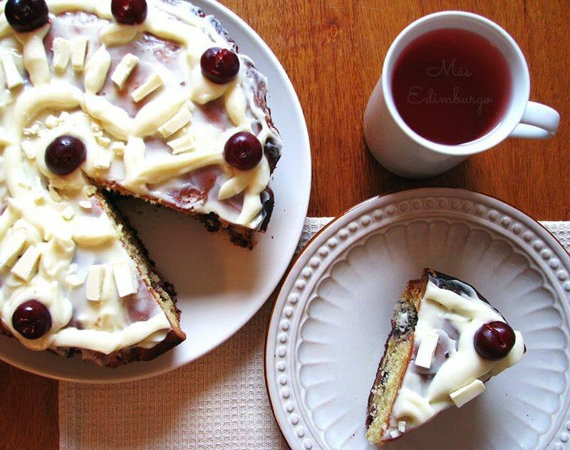 Receta de pastel de cerezas y chocolate blanco