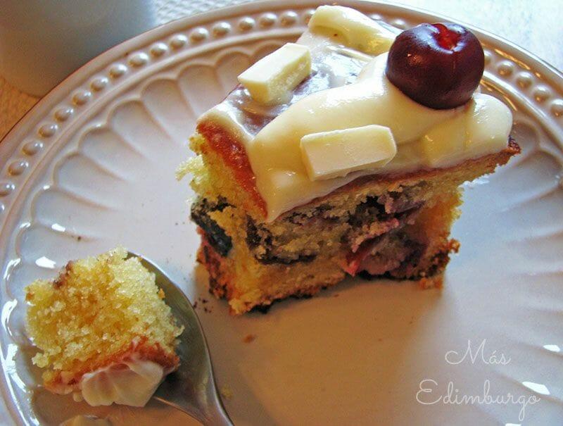 Receta de pastel de cerezas y chocolate blanco 3