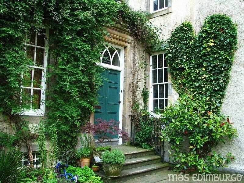 Jardines secretos de la Royal Mile de Edimburgo