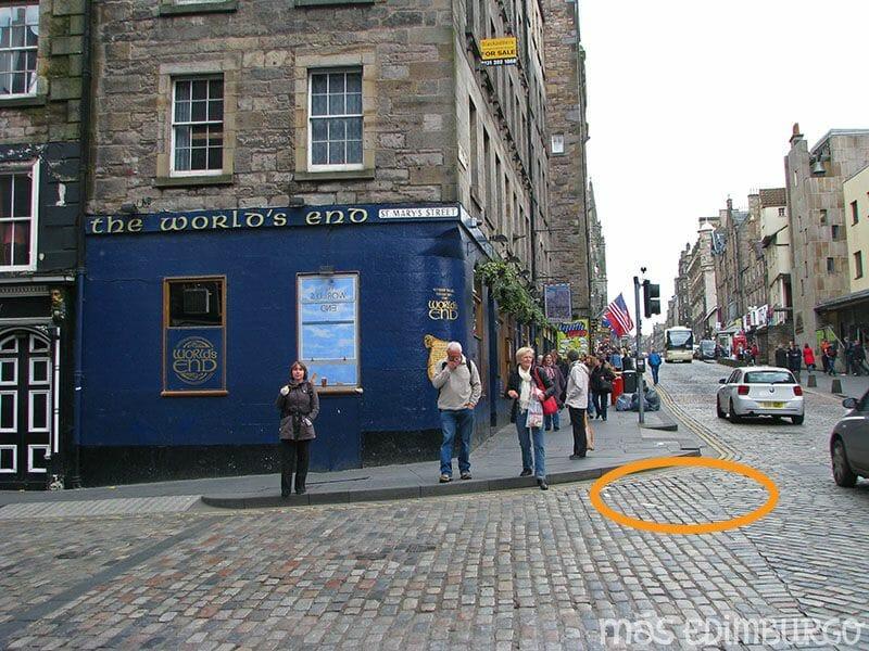 Las murallas de Edimburgo: el pub The Worlds End y la puerta del fin del mundo