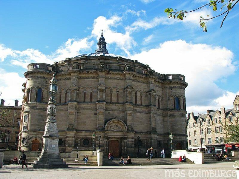 El kilt escoces y graduacion Edimburgo