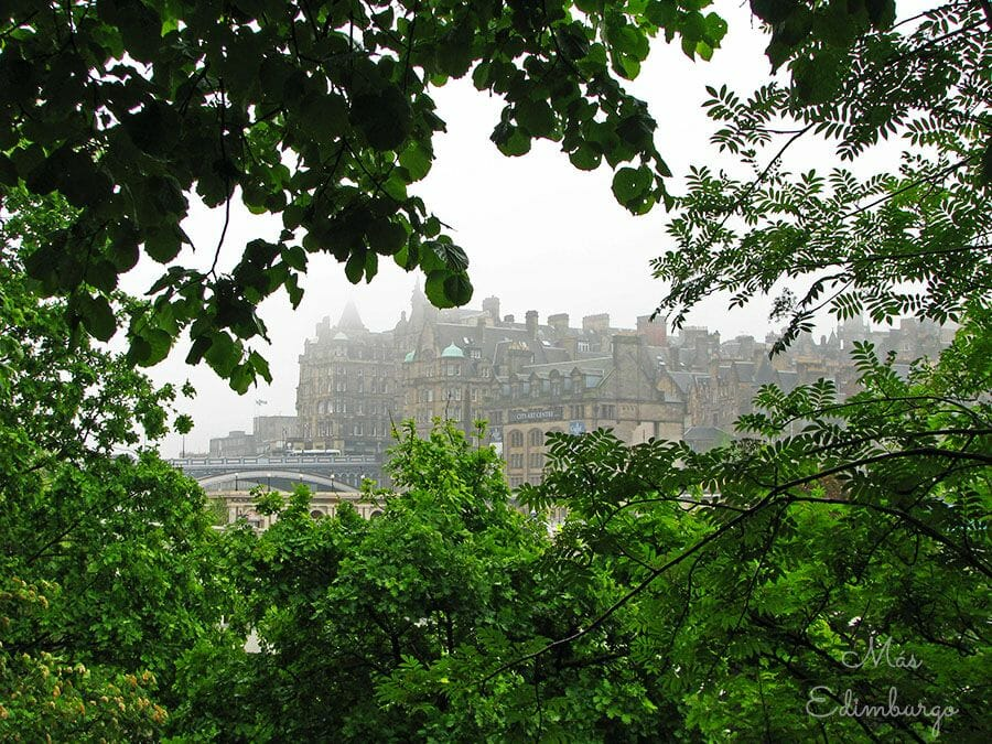 Curiosidades de Edimburgo Dedicatorias en los bancos12