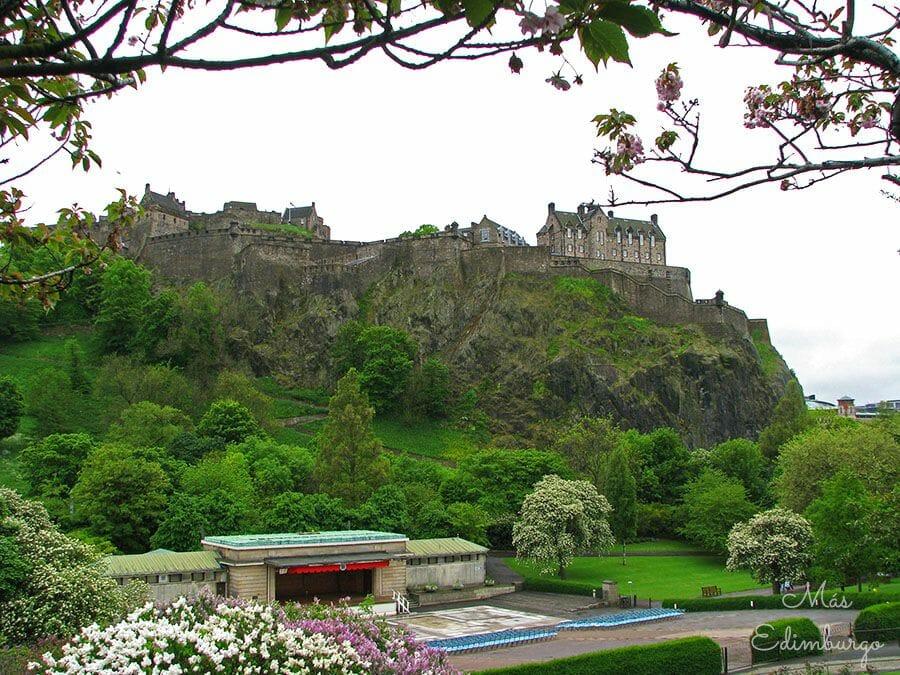 Curiosidades de Edimburgo Dedicatorias en los bancos13