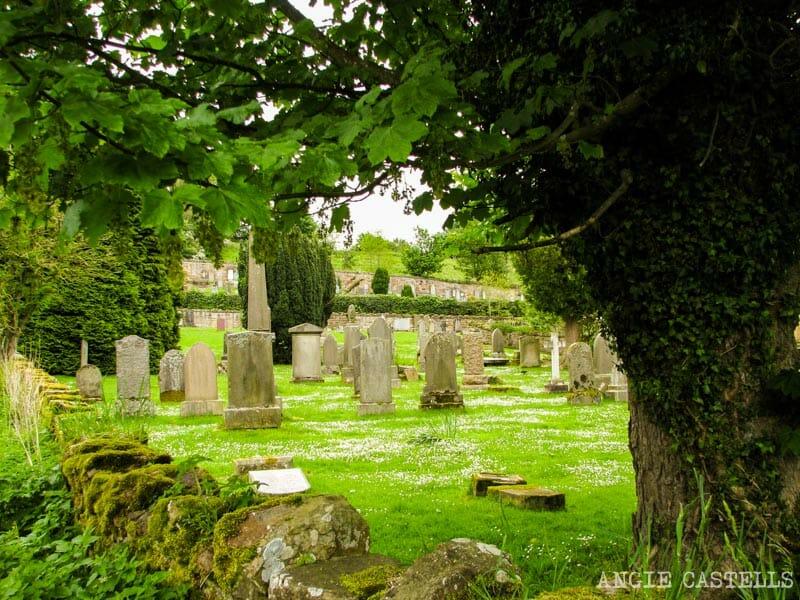 Visitar la capilla de Rosslyn desde Edimburgo - Cementerio de Roslin