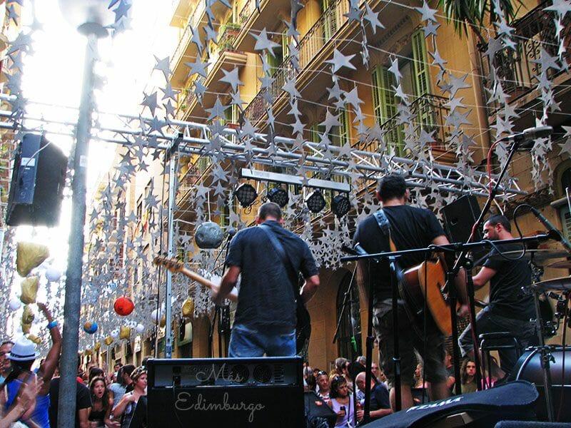 Uno de los conciertos de las fiestas en la calle Puigmartí
