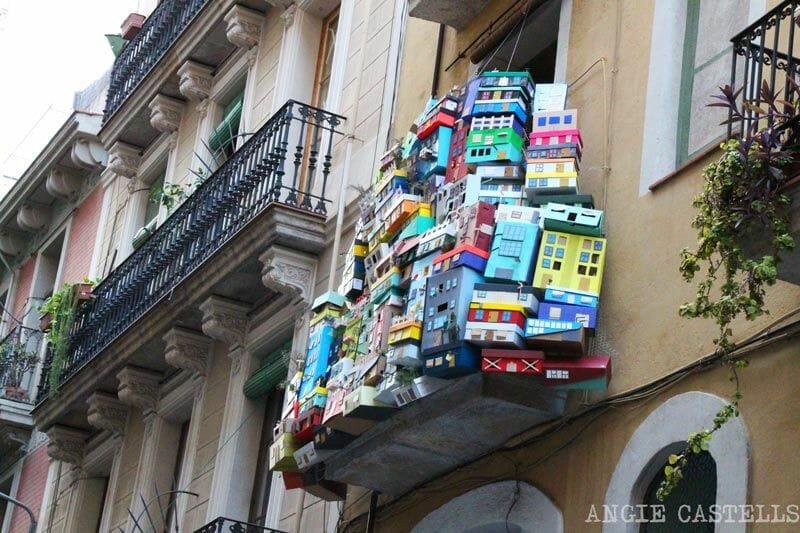 Festes-de-Gracia-Barcelona-balcons-decorats