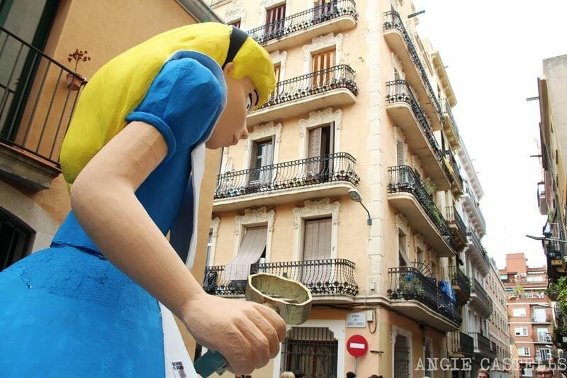 Festes-de-Gracia-Barcelona-Alicia-al-pais-de-les-marevelles