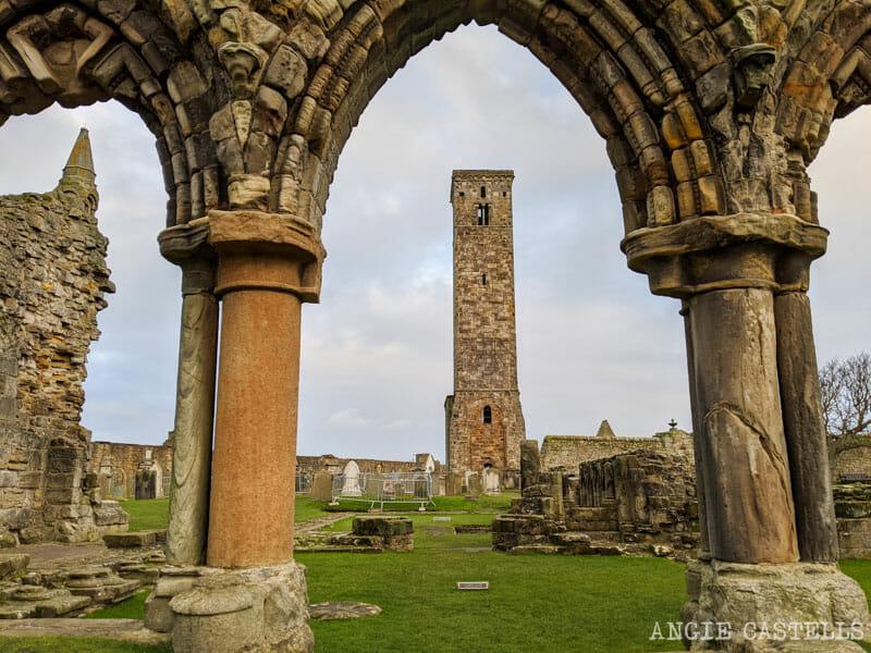 La catedral de St Andrews y la torre de St Rule