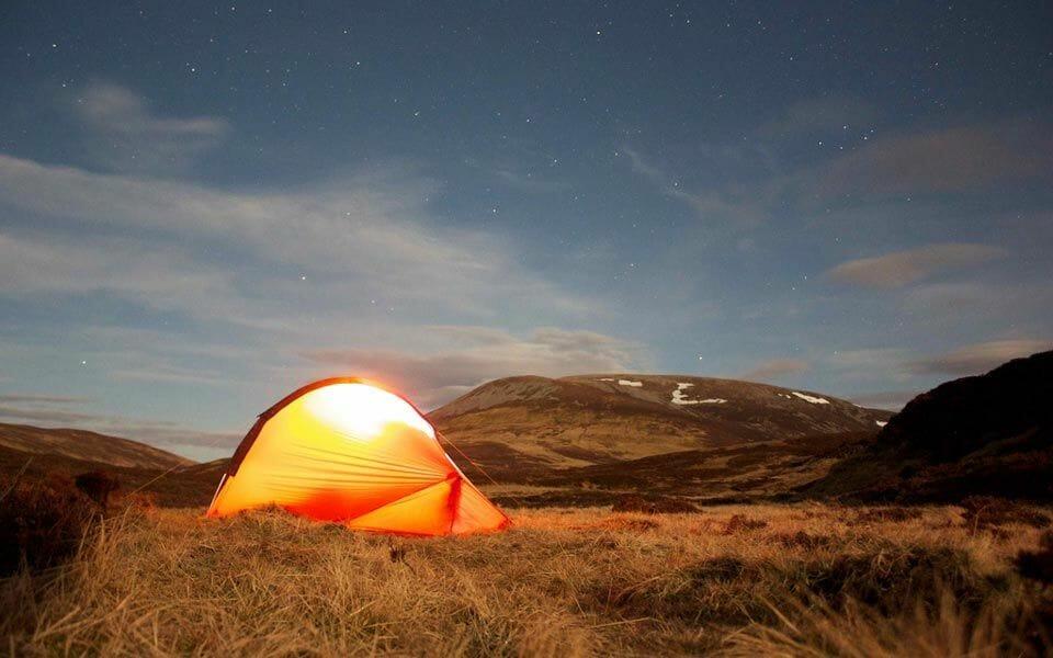 Acampar en Escocia con tienda de campaña