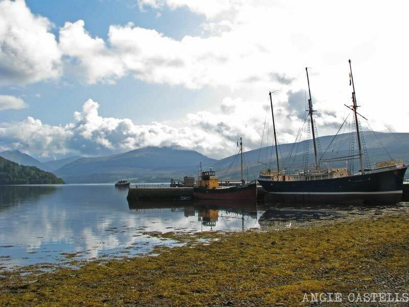 Visitar-Inveraray-Escocia-barcos-lago-Fyne