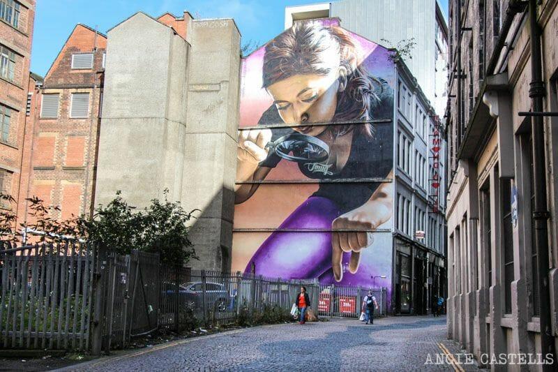 El mejor arte urbano de Glasgow: Chica y Lupa