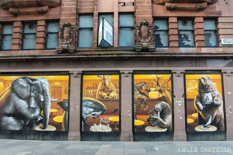 Ruta de grafitis y arte urbano de Glasgow: animales en un restaurante
