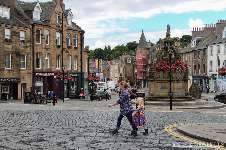 Visitar Linlithgow en una excursión desde Edimburgo: el centro del pueblo