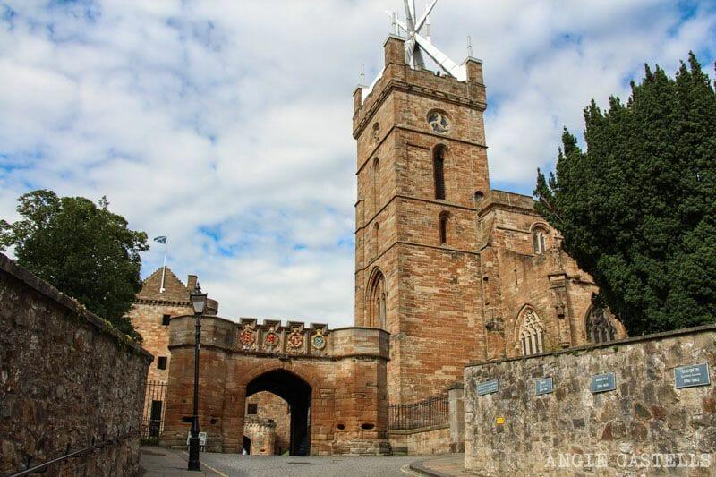 Visitar Linlithgow en una excursión desde Edimburgo: la iglesia de St Michael's