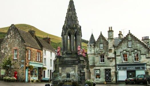 El pueblecito de Falkland y su palacio, en Fife