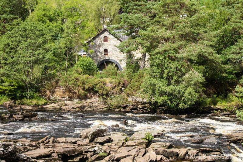 Visitar Killin y las Falls of Dochart, una buena parada en una ruta por las Highlands de Escocia