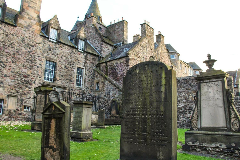 Ruta por los escenarios de Outlander en Edimburgo cementerio de Canongate