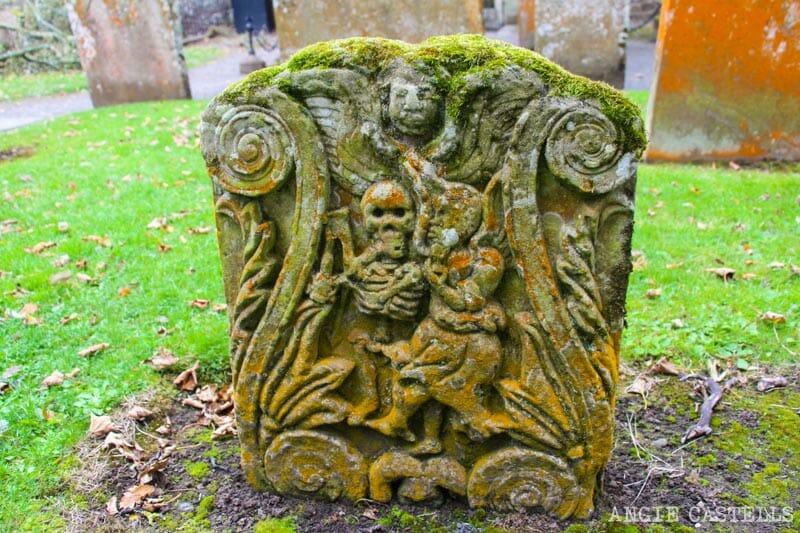 Misterios de Escocia sin resolver - Tumba en el cementerio de Ayr
