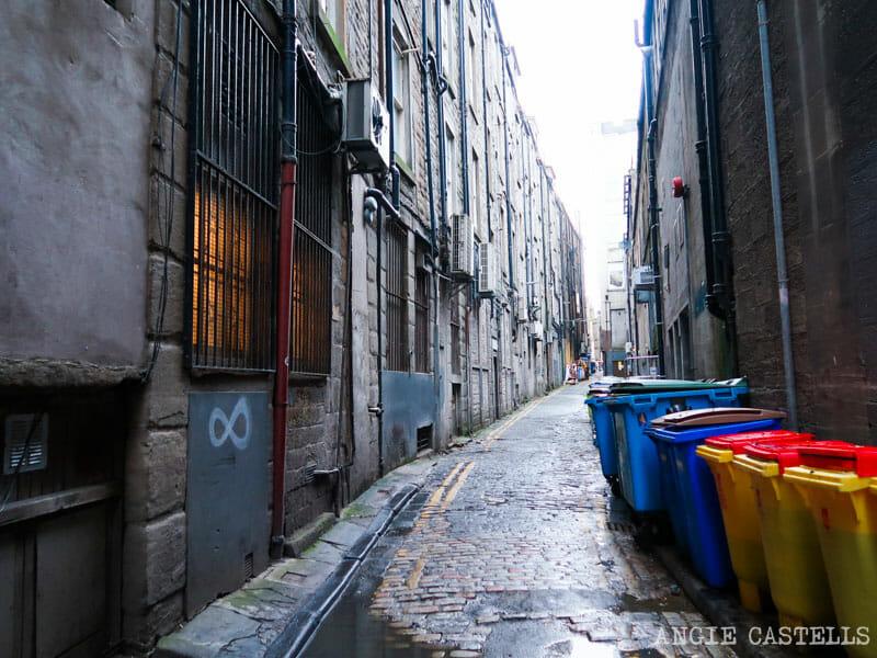 Uno de los callejones del centro de Dundee