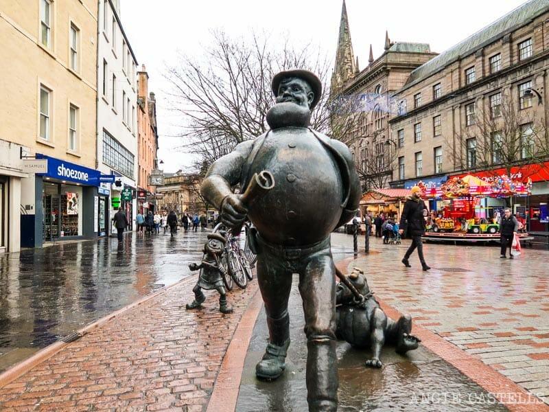 La estatua de Desperate Dan en Dundee