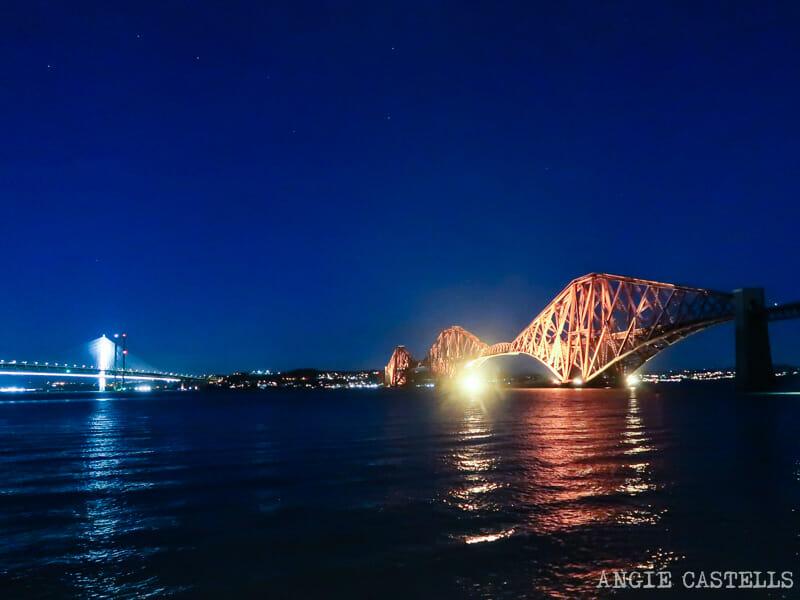Los puentes del Forth de noche en una ruta por Escocia