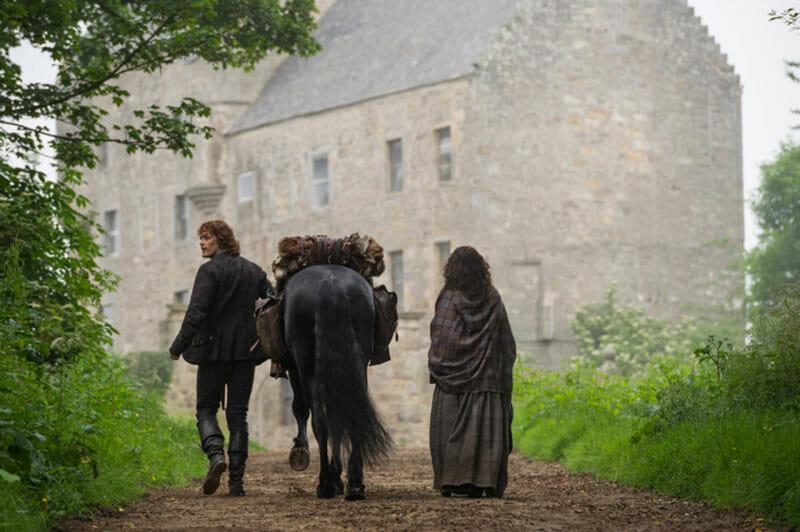 Claire y Jamie en Lallybroch, uno de los escenarios de Outlander