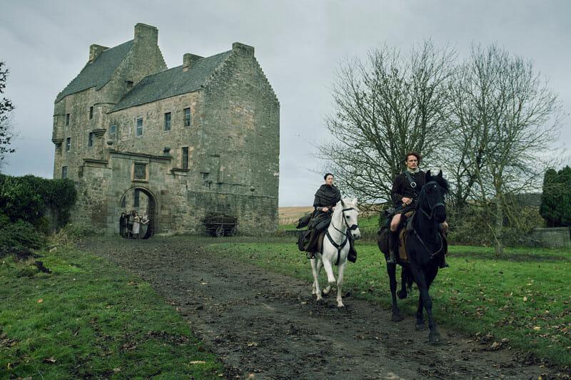 Claire y Jamie en Lallybroch (Midhope Castle), escenario de Outlander en Escocia